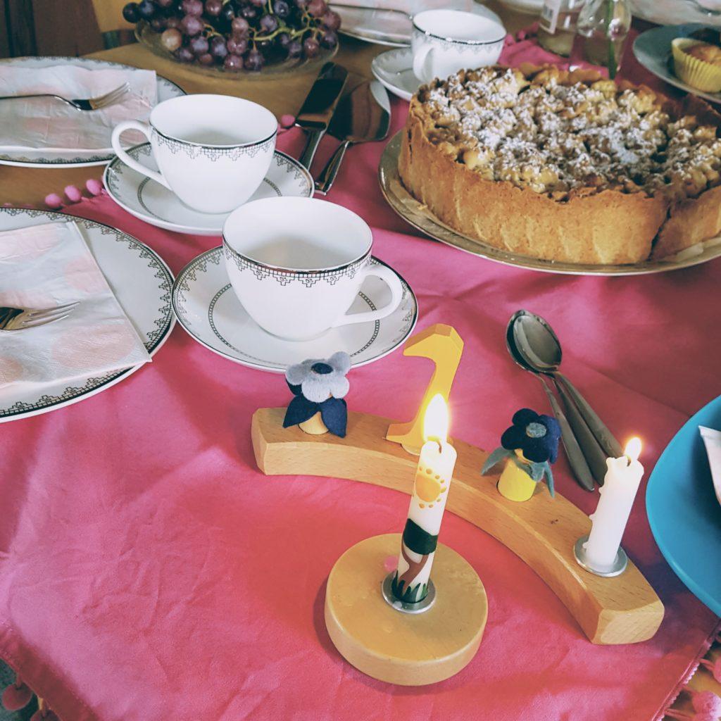 Geburtstagstafel mit Kuchen 1. Geburtstag Frau Piefke schreibt